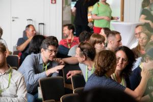 diskutieren im Plenum auf dem OERcamp Nord 2018 - Foto von Christopher Dies