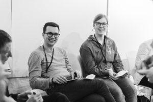 OER bringt die Teilnehmer zum Schmunzeln lachen auf dem OERcamp Ost in Berlin - Foto von Tilman Vogler für OERde17