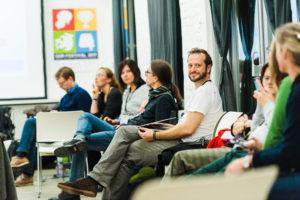Warten auf den Beginn der Session auf dem OERcamp Ost in Berlin - Foto von Tilman Vogler für OERde17